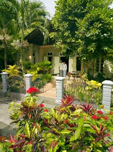 The Mutiara Guest House, entrance